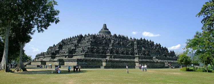 1024px-Borobudur-Nothwest-view